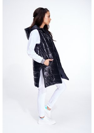 QUILTED SLEEVELESS JACKET ILM