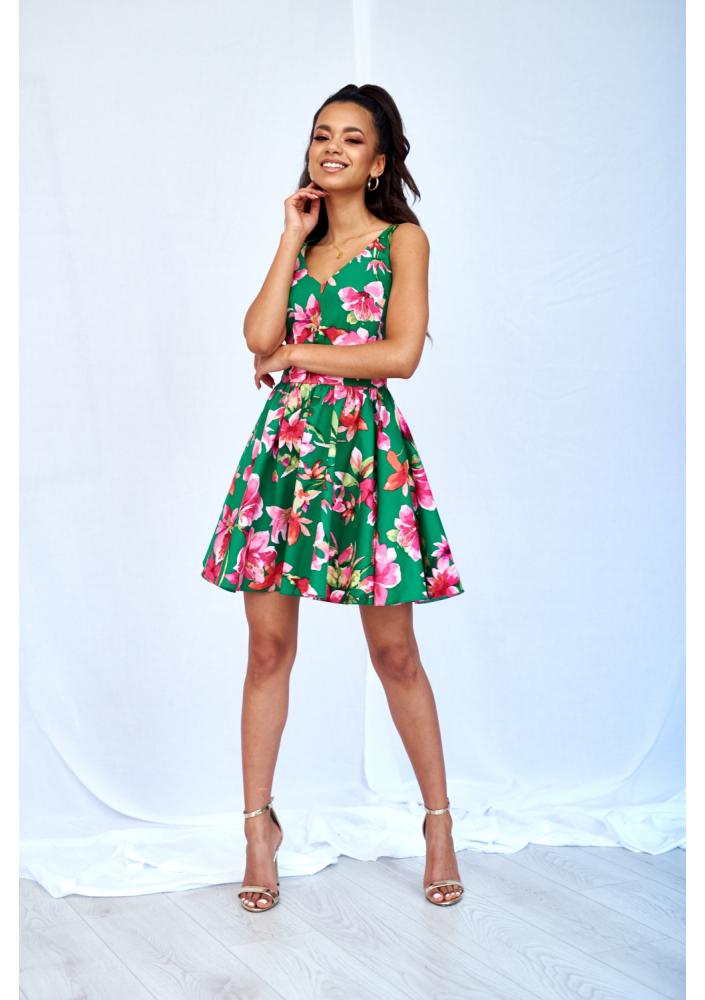 Rozkloszowana sukienka na lato w kwiaty.