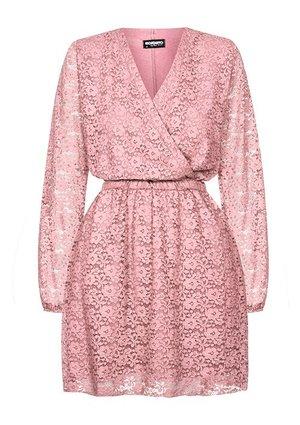 1934ec69 Modne sukienki, eleganckie wzory i kolorystyka | Mosquito sklep