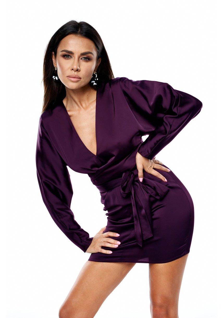 Sukienka mini z satyny z efektownym wiązaniem fiolet
