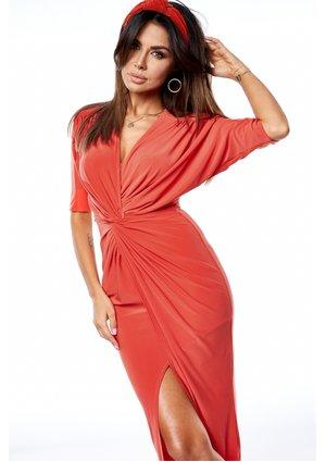 Długa sukienka o kroju ołówkowym z drapowaniem