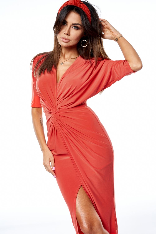 Długa sukienka o kroju ołówkowym z drapowaniem Czerwona