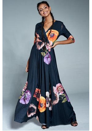 MAXI DRESS IN AUTUMN FLOWERS PRINT