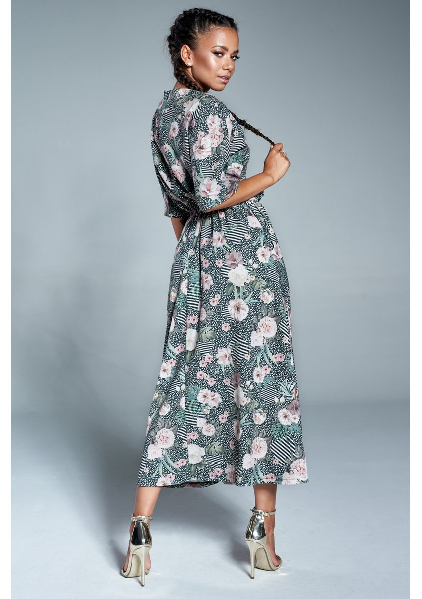 Sukienka midi z kieszeniami w Pudrowe kwiaty