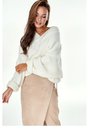 OVERSIZED V-NECK SWEATER IN ECRU COLOR A006 ILM