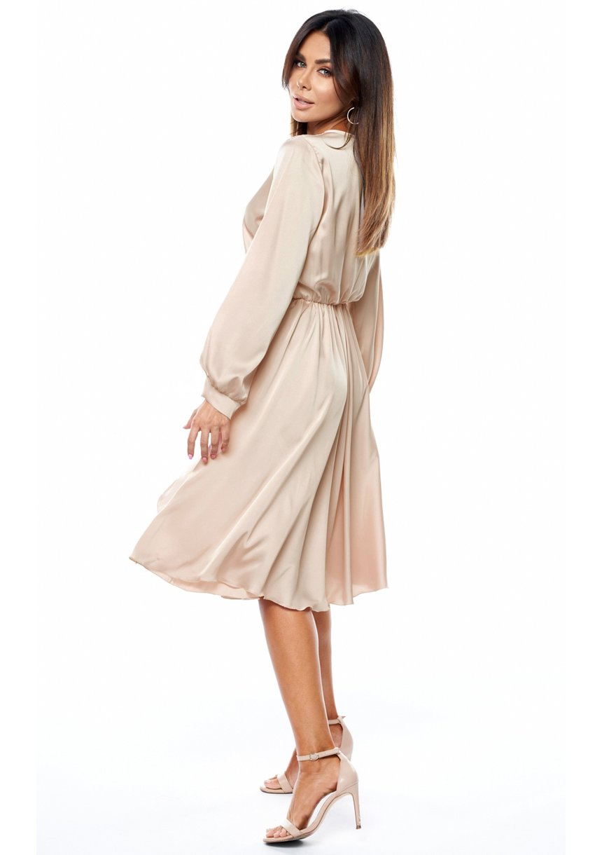 Sukienka MIDI z satyny nude
