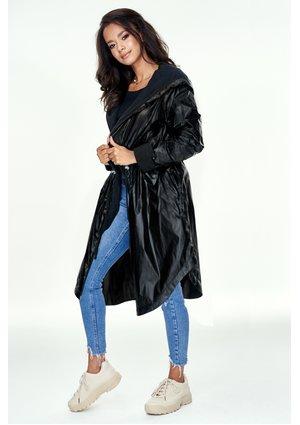 Płaszcz z kapturem na polarze ILM