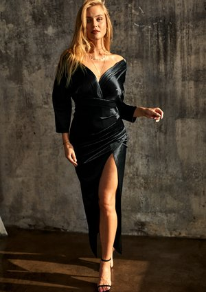 Dopasowana sukienka maxi z satyny Premium Czarna