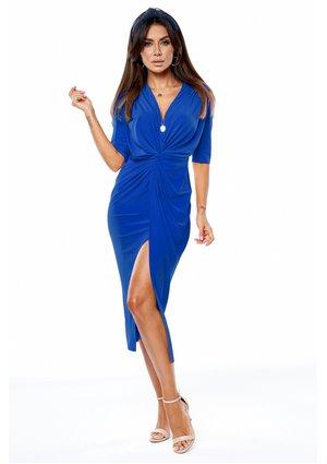 Długa sukienka o kroju ołówkowym z drapowaniem Chabrowa