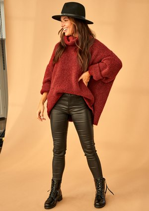 BURGUNDY TURTLENECK SWEATER A007 ILM
