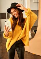 Sweter oversize z dekoltem V A006 Musztardowy ILM
