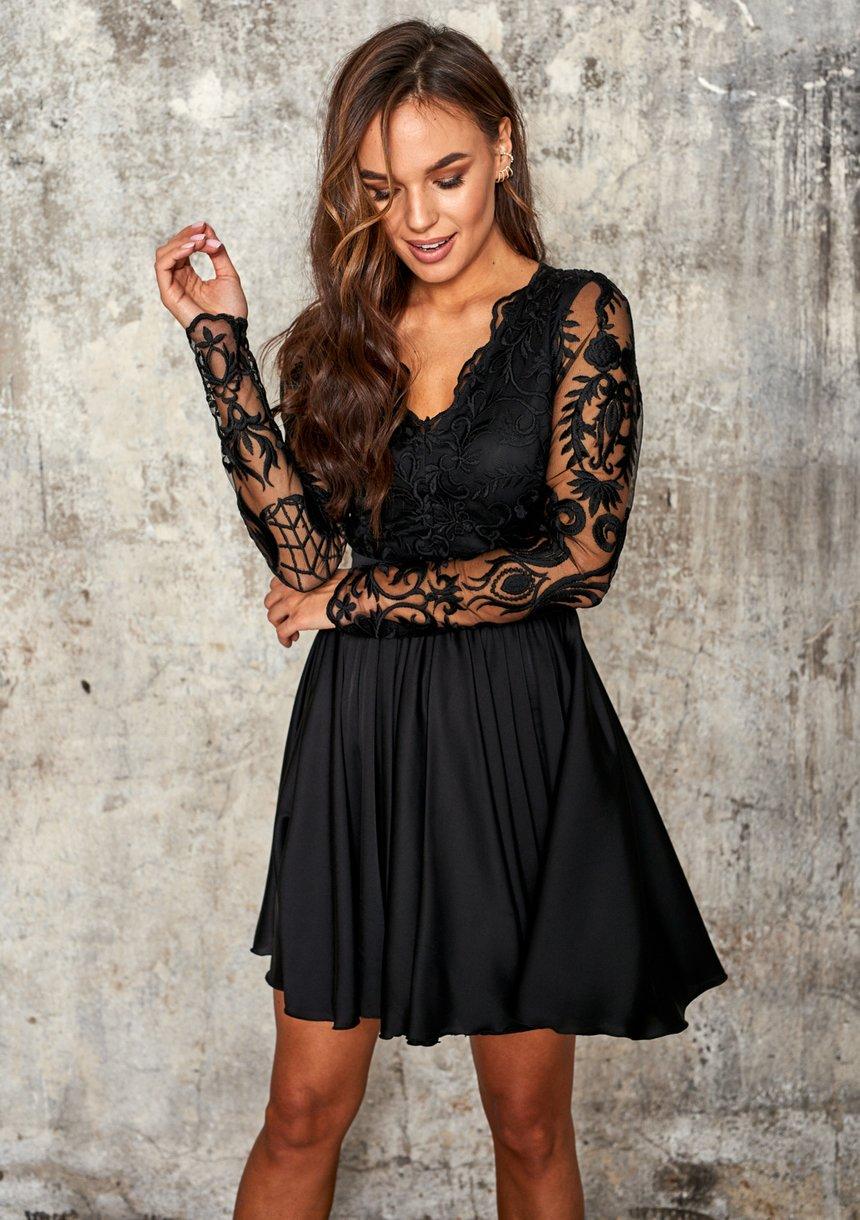 Rozkloszowana sukienka z gipiurą Czarna