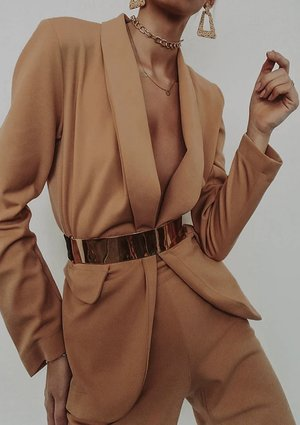 CLASSIC SUIT IN CAMEL COLOR
