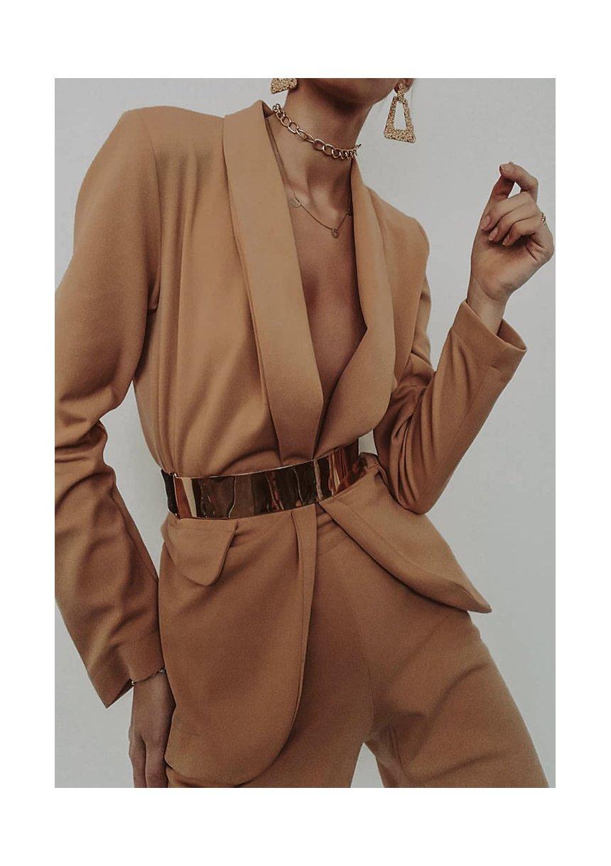 Klasyczny garnitur w kolorze Miodowym
