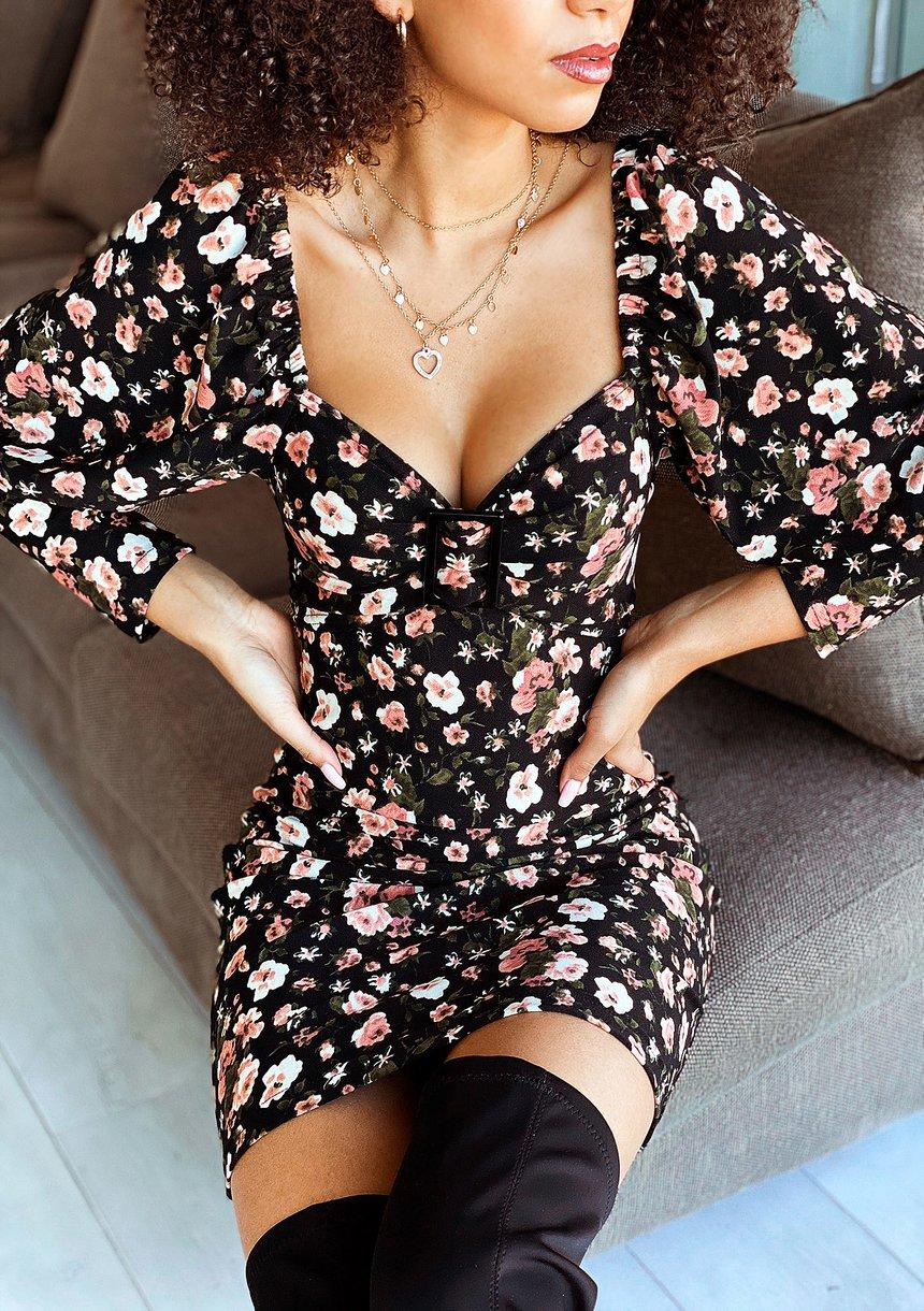 Sukienka z dekoltem karo w kwiatki