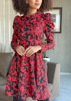 Sukienka o trapezowym kroju z bufką w Czerwony print