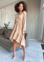 Rozkloszowana sukienka z asymetrycznym dołem Beżowa