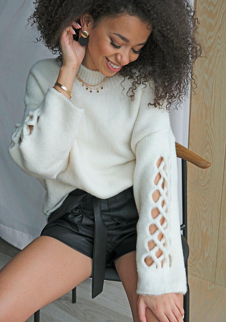 Sweter z rękawem ażurowym A41 Kremowy ILM