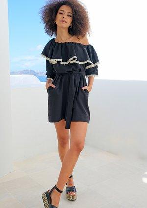Sukienka z asymetrycznym dekoltem i koronką czarna