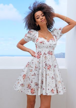 WHITE SWEETHEART NECK DRESS IN FLORAL PRINT