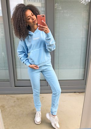 Welurowe spodnie w kolorze błękitnym  ILM