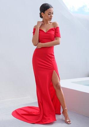 Wieczorowa sukienka z trenem czerwona