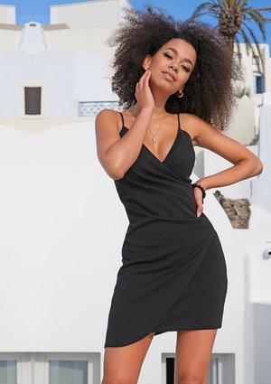 Sukienka z drapowaniem i asymetrią  Czarna