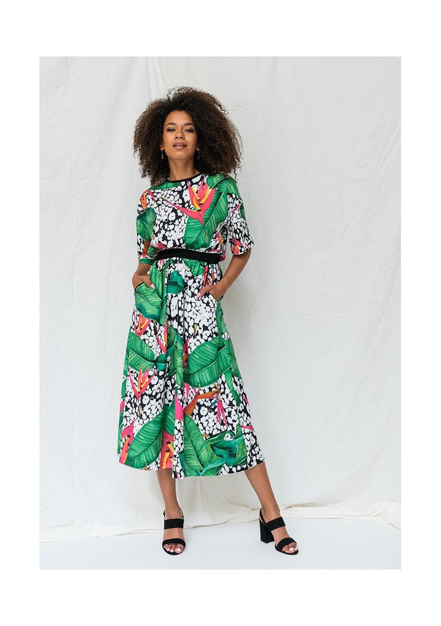 Sukienka midi w egzotyczny print