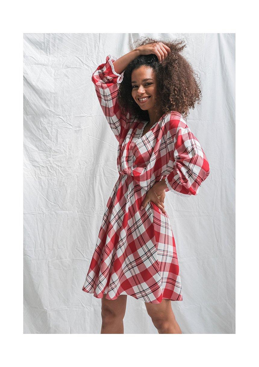 Sukienka w kratę z koronką czerwona