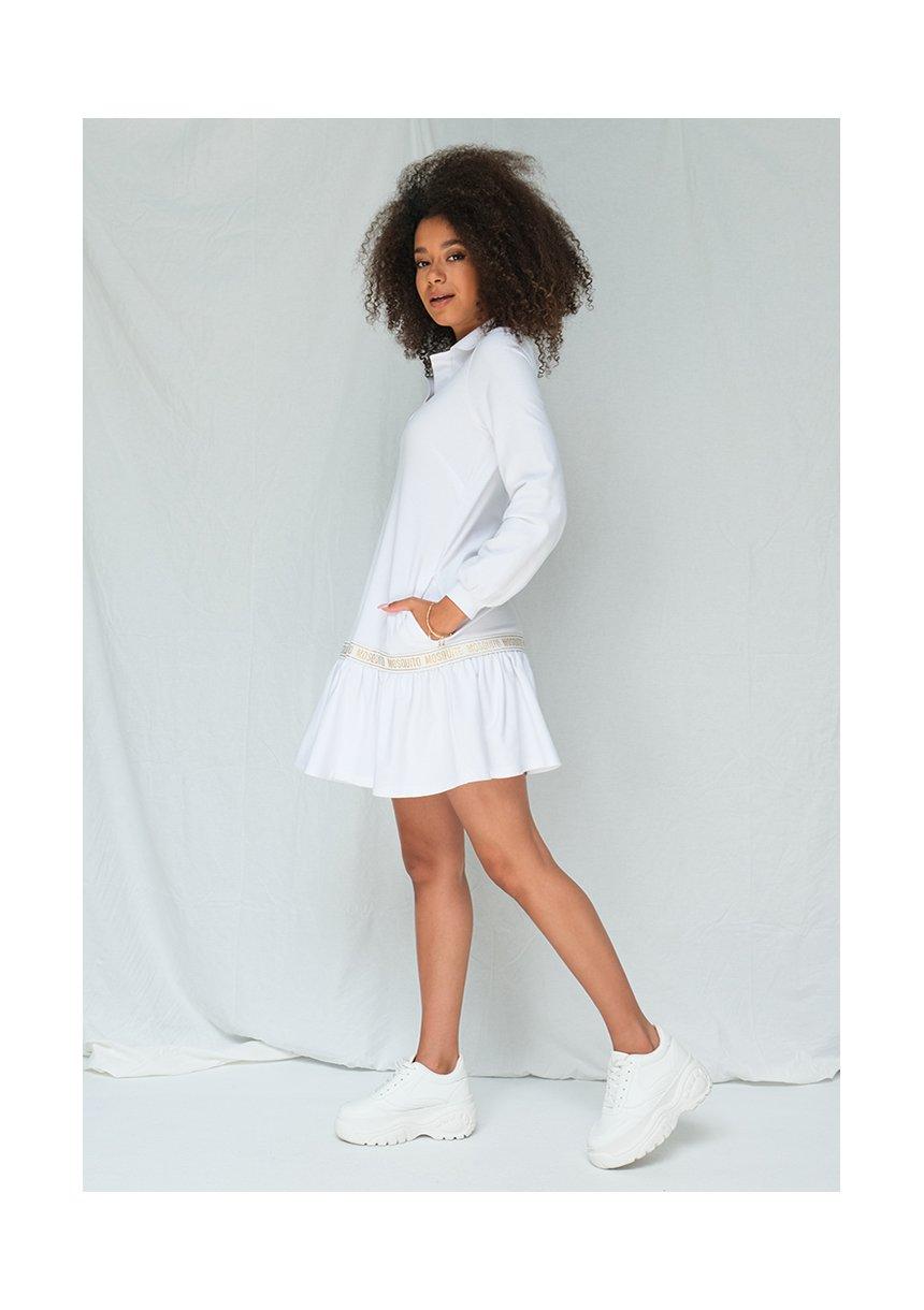Sukienka w sportowym stylu z kołnierzykiem biała ILM