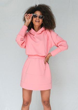 Sukienka w sportowym stylu z kapturem koralowy róż ILM
