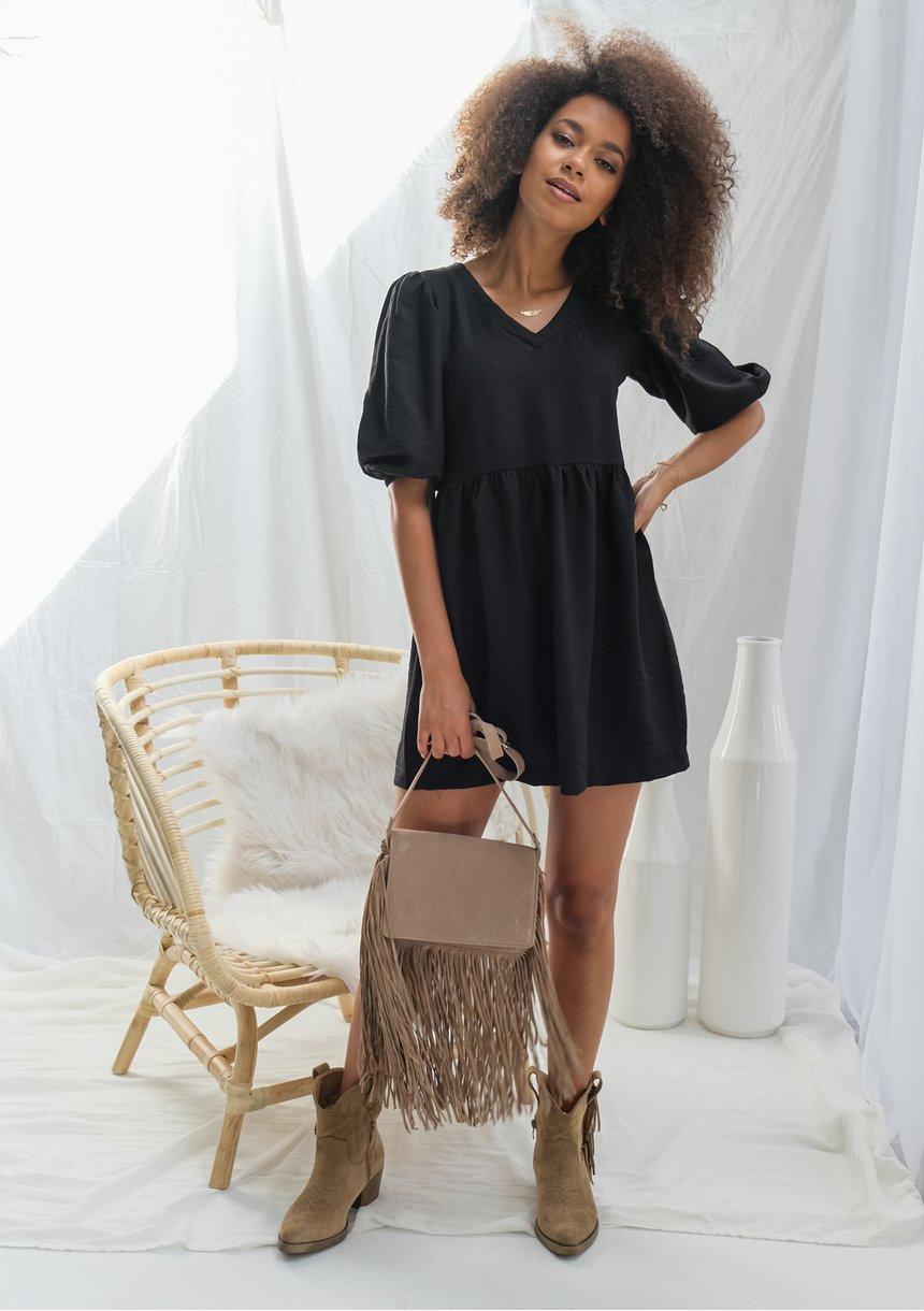 Sukienka z kreskowanej tkaniny Czarna