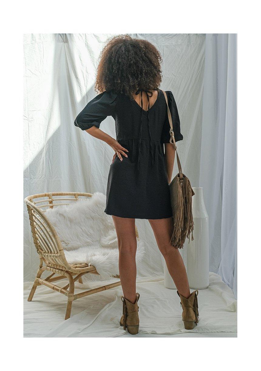Sukienka z kreszowanej tkaniny Czarna