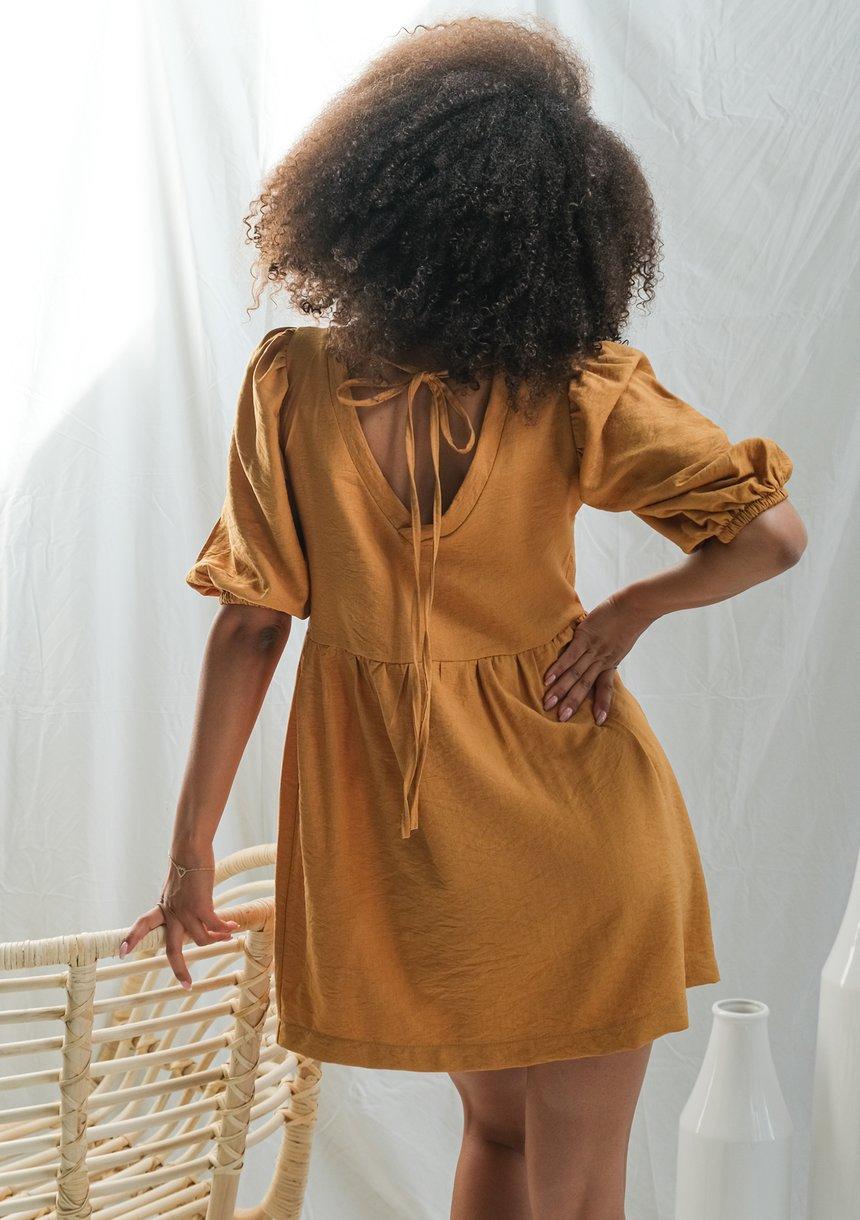 Sukienka z kreszowanej tkaniny Musztardowa