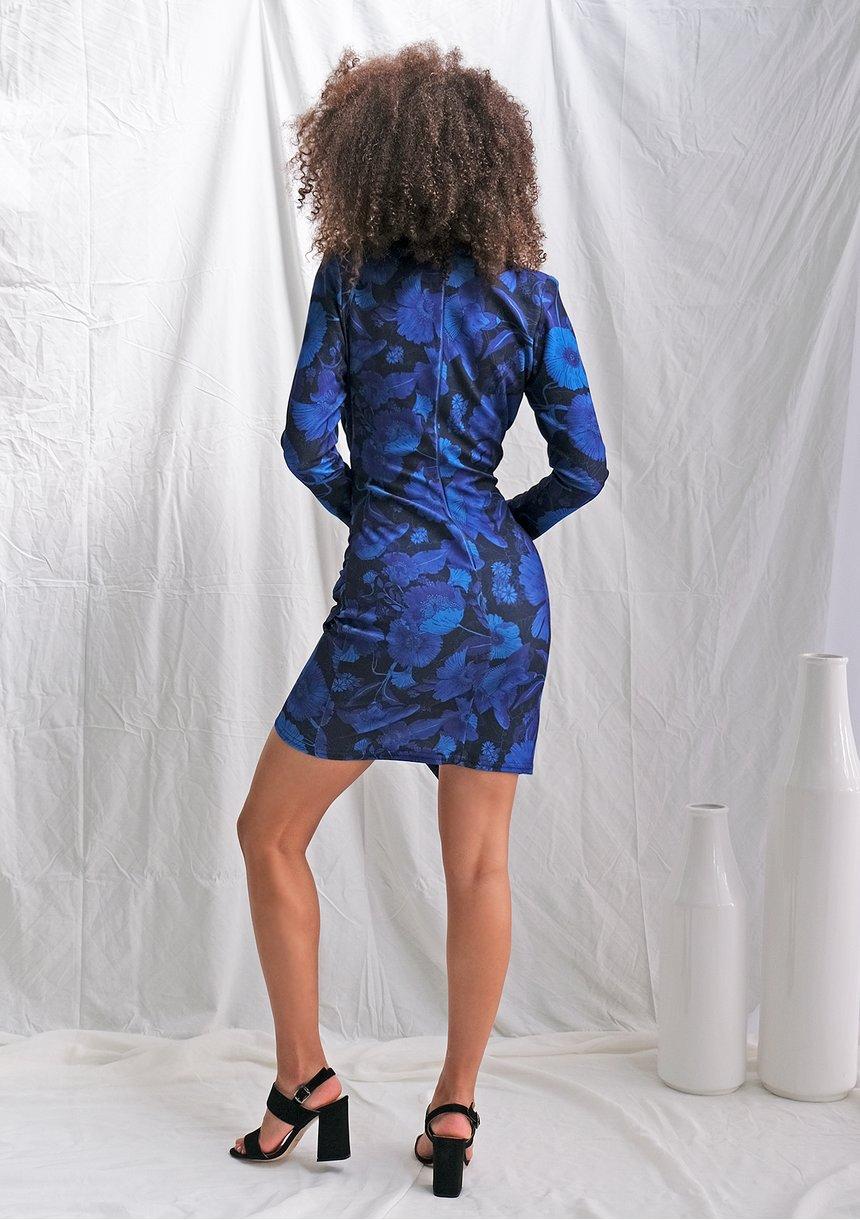 Sukienka z asymetrią w kobaltowe kwiaty