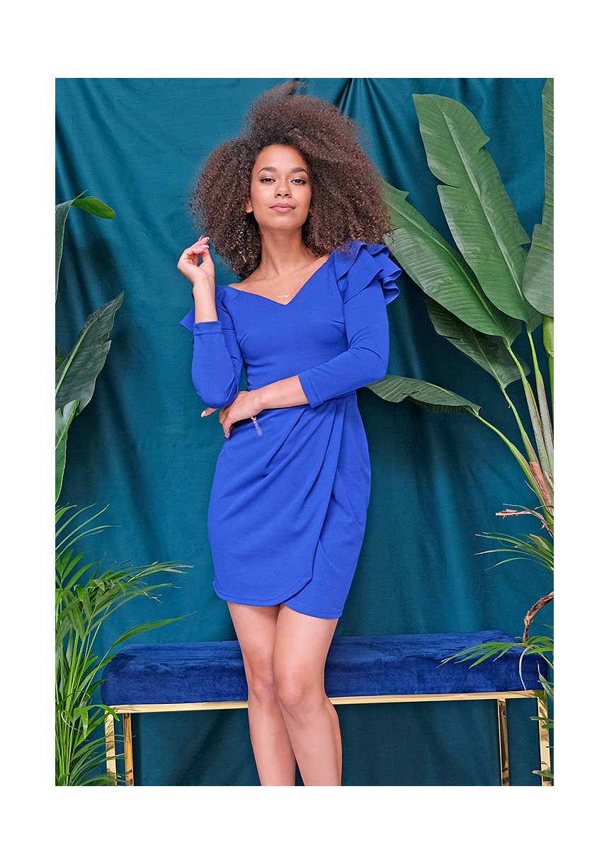 Kobaltowa sukienka z drapowaniem i falbankami