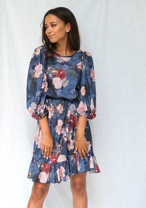 Jesienna sukienka z szerokim rękawem w kwiaty navy