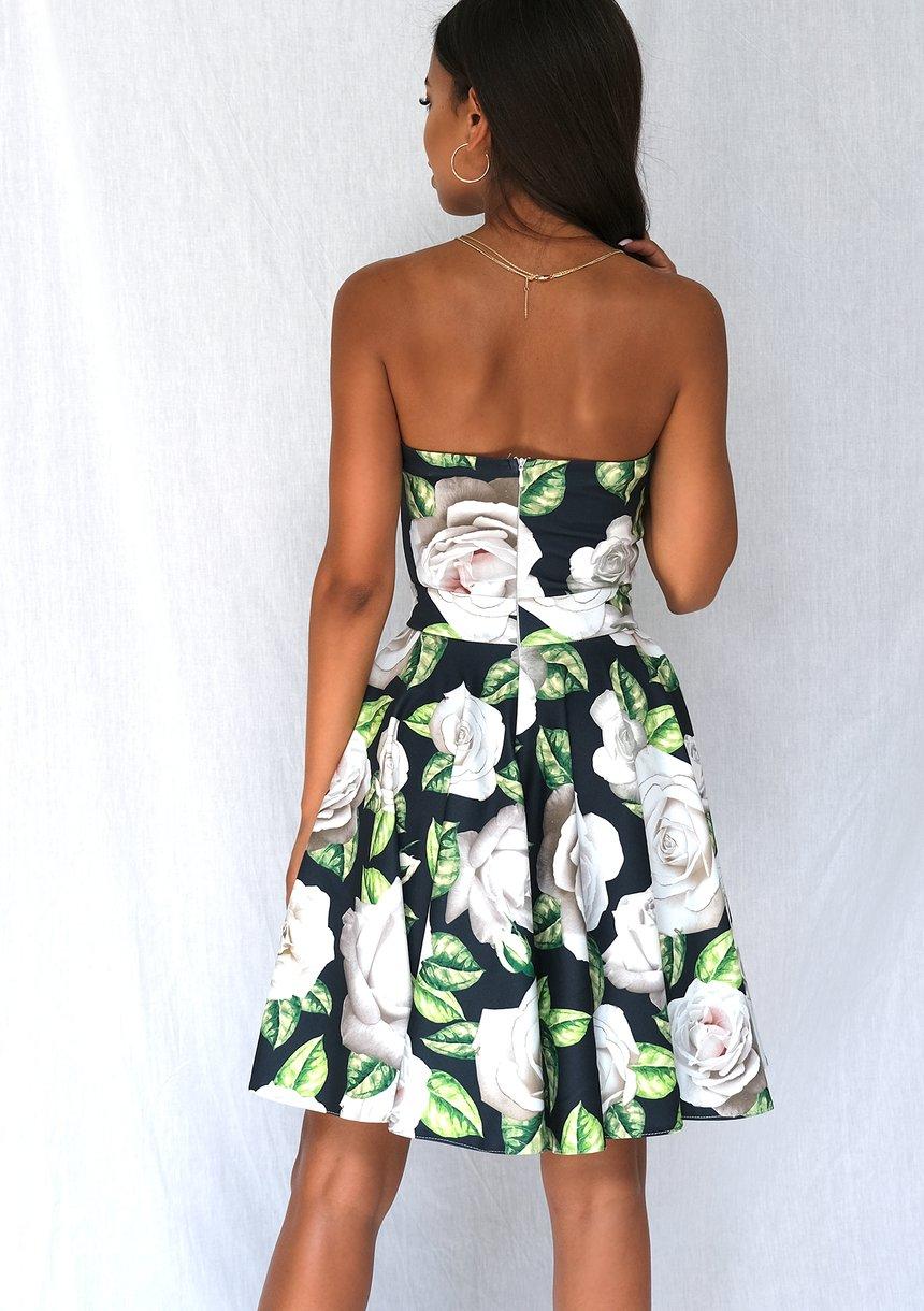 Gorsetowa sukienka w róze