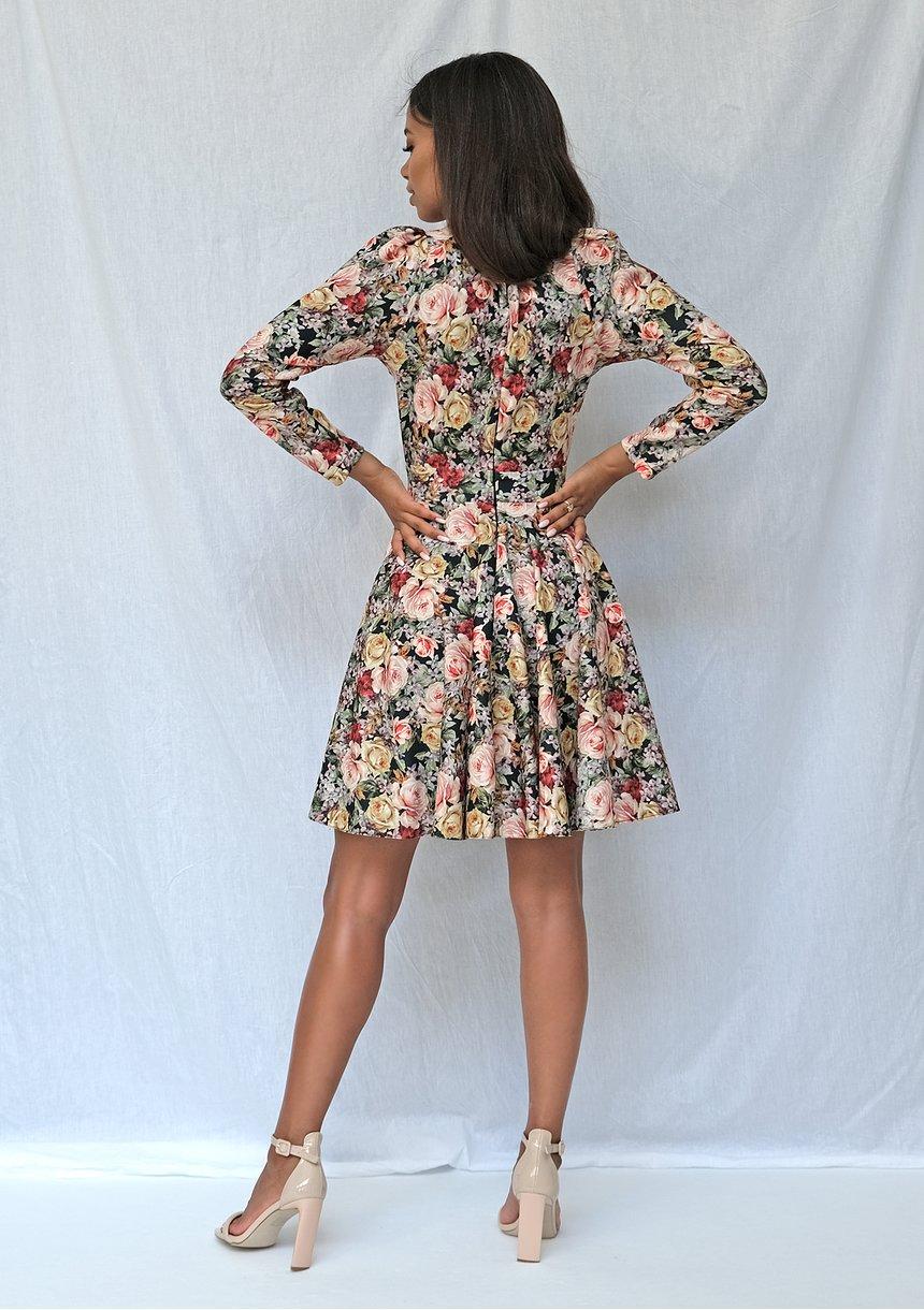 Kopertowa sukienka z bufką roses