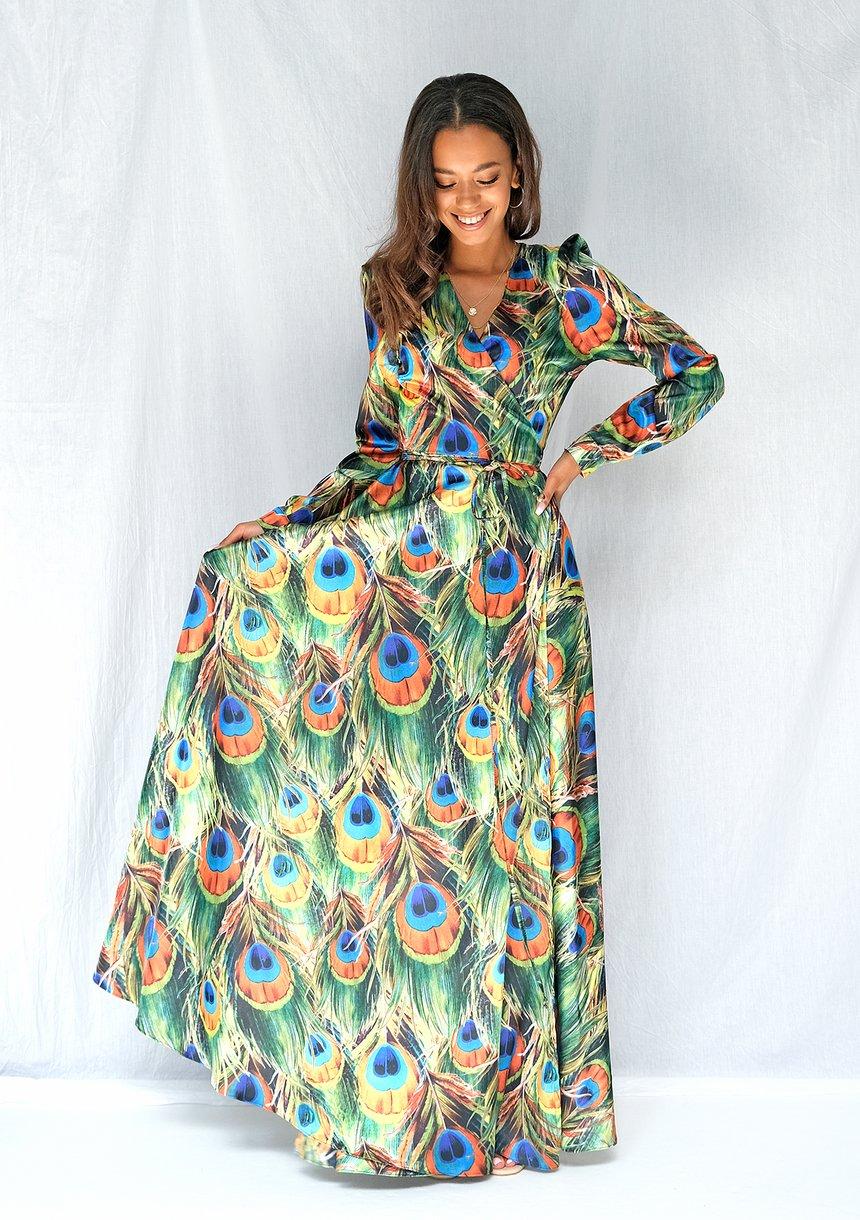 Kopertowa satynowa sukienka maxi w pawie pióra