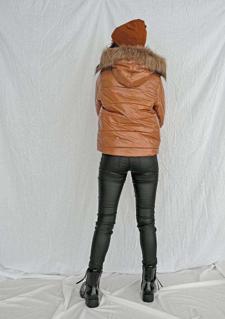 Kurtka pikowana ze sztucznym futrem karmelowa ILM