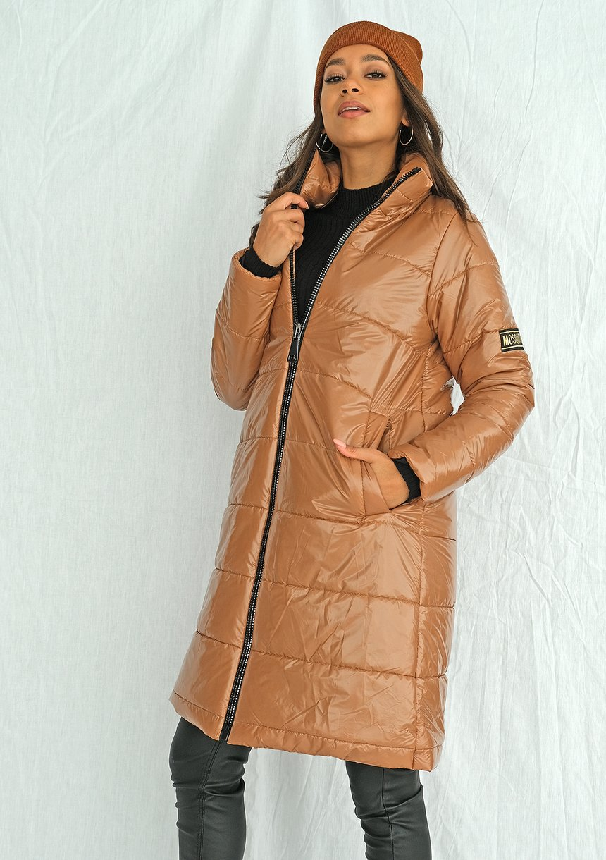 Pikowany płaszcz na stójce karmelowy ILM
