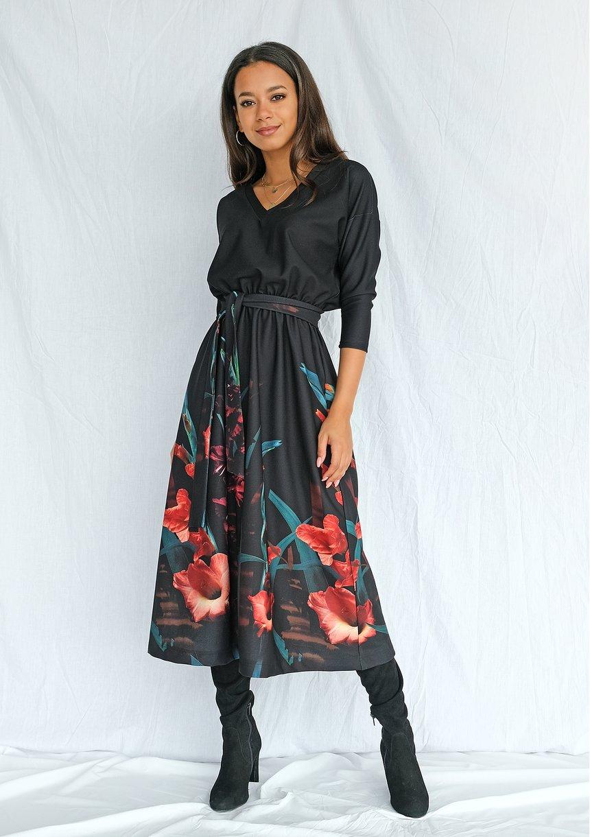 Sukienka z borderem w kwiaty Czarna