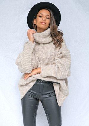 Sweter z golfem oversize
