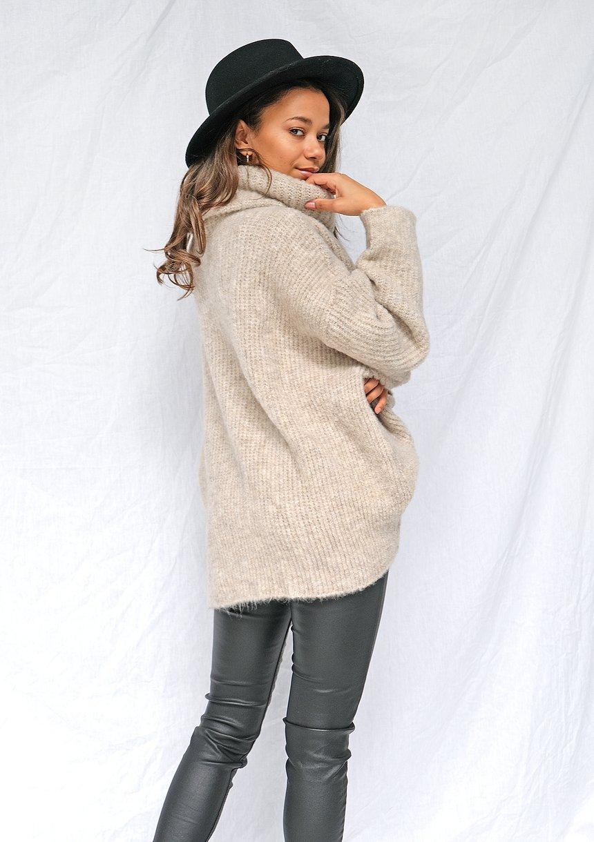 Sweter z golfem oversize A007 Beżowy ILM