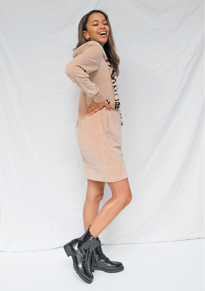 Sukienka welurowa z kapturem Wild Beżowa