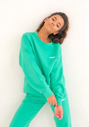 Lush Green Simple Sweatshirt