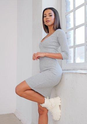 Szara prążkowana sukienka bodycon ILM