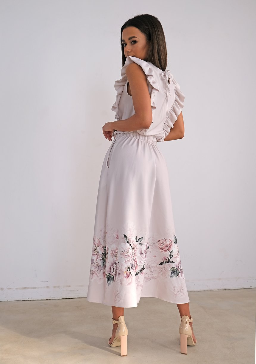 Light-coloured dress with flower print and frills