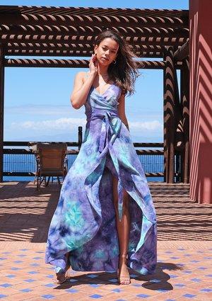 Kopertowa sukienka maxi tie dye